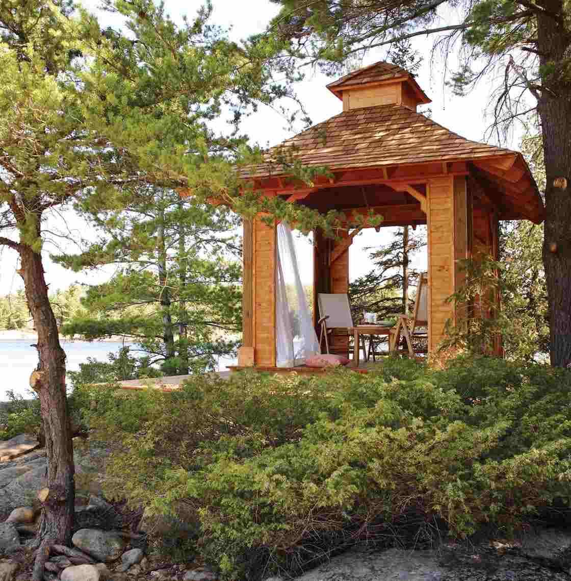Pavillon De Jardin En Bois - 22 Idées De Conception Romantique à Pont En Bois Pour Jardin