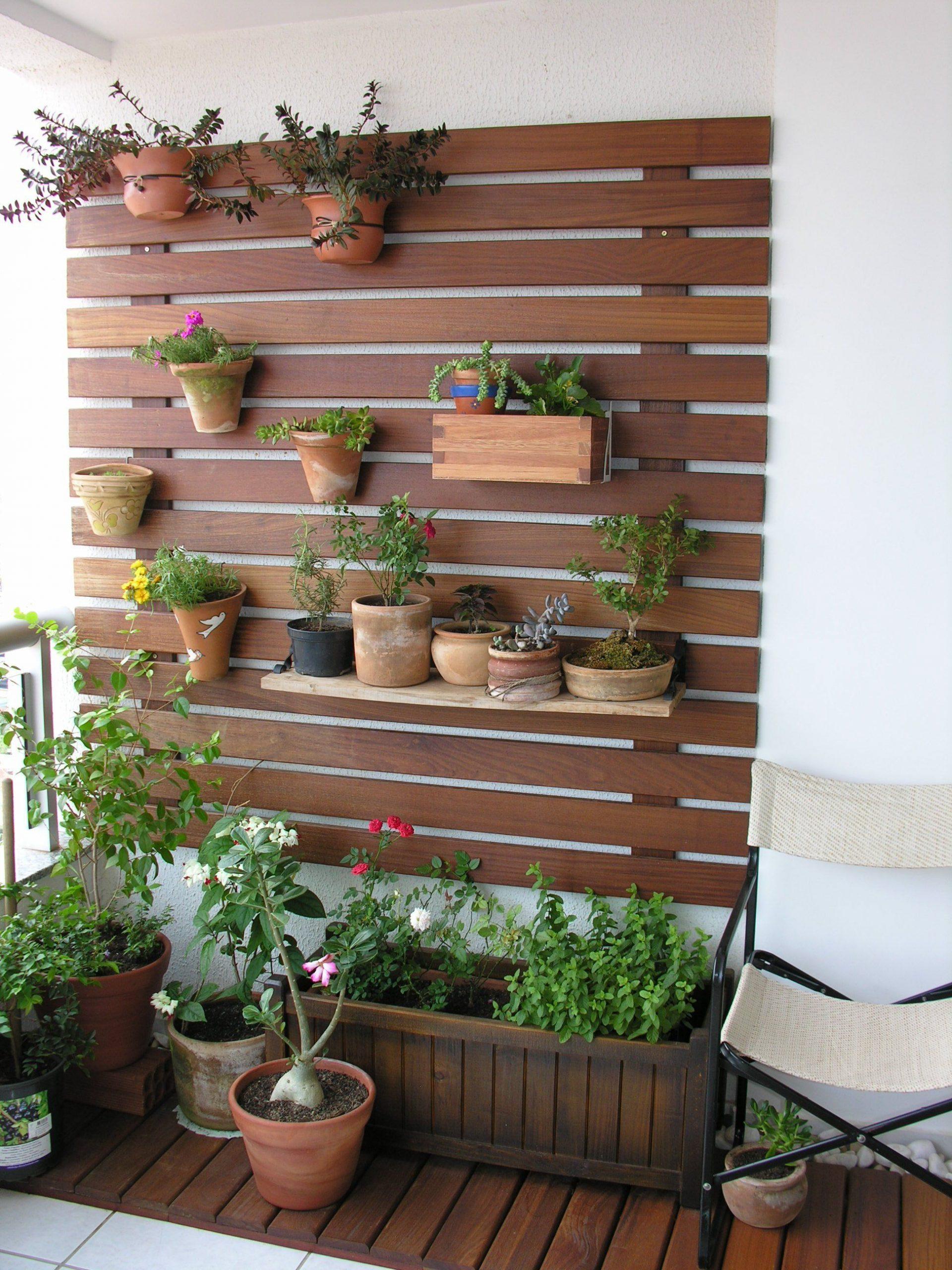 Pequena Varanda Com Um Jardim Vertical. | Patio Ideas ... dedans Maison Bebe Jardin
