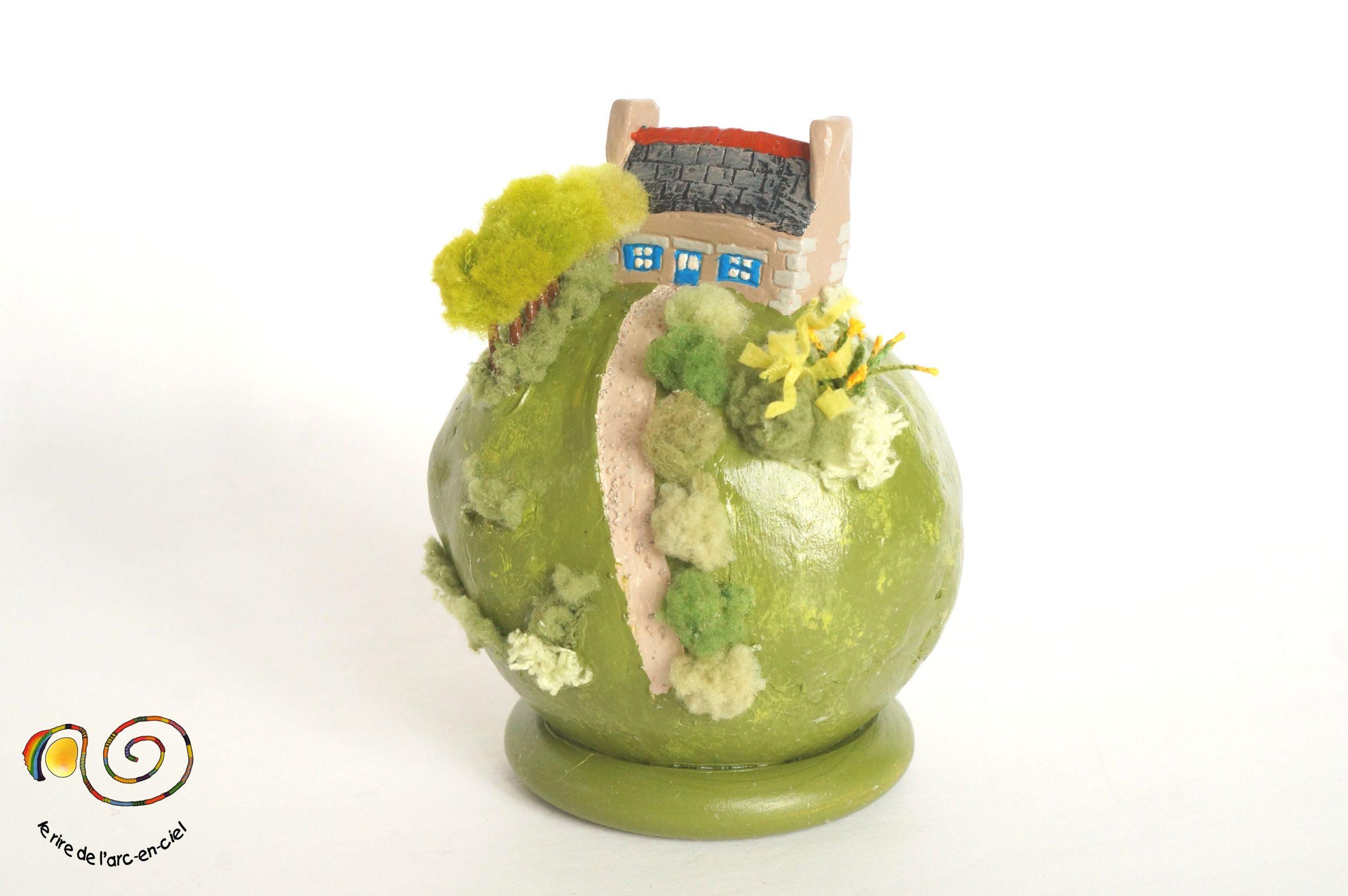 Petit Monde, Boule Décorative Diorama, Maison Bretonne Et ... intérieur Boule Décorative Jardin