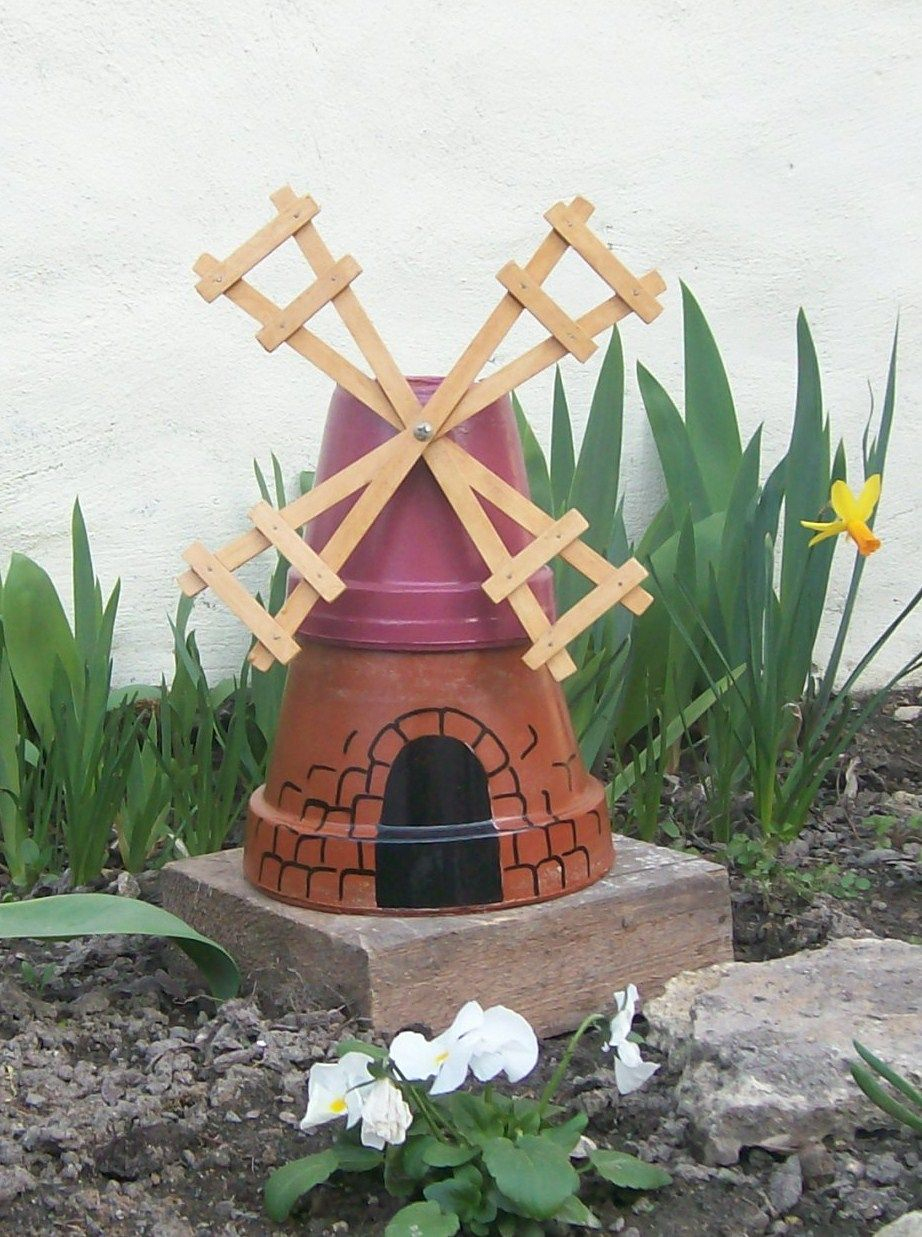 Petit Moulin Fabriqué Avec Des Pots De Fleurs | Artisanats ... à Fabriquer Un Moulin À Vent De Jardin