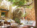 Petite Cour Ombragée Murs En Pierre | Homes,gardens & Decor ... destiné Salon De Jardin En Pierre