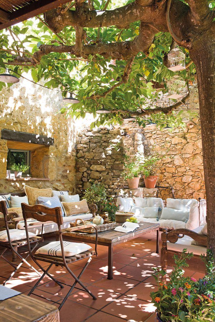 Petite Cour Ombragée Murs En Pierre   Jardins, Tonnelle ... encequiconcerne Salon De Jardin Romantique