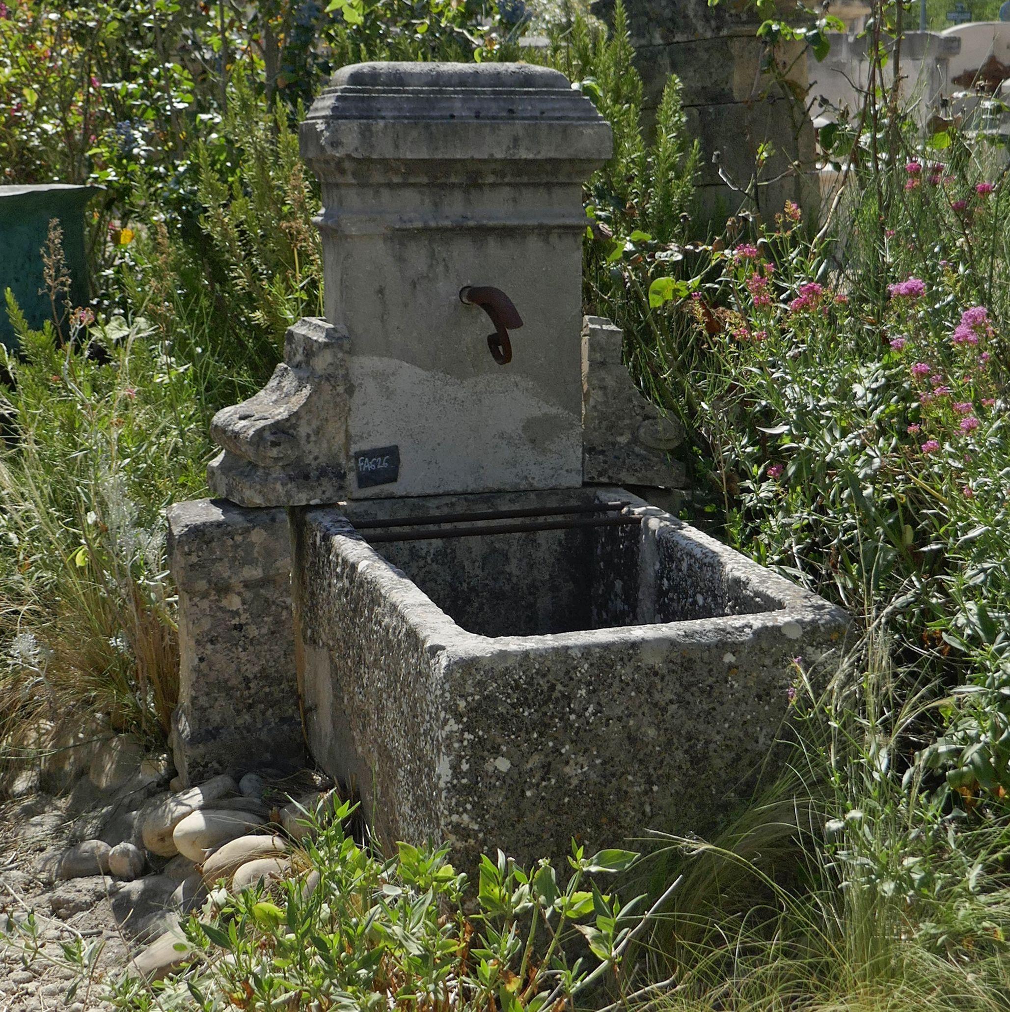 Petite Fontaine De Jardin En Vieilles Pierres : Ancien Bac ... pour Petite Fontaine De Jardin