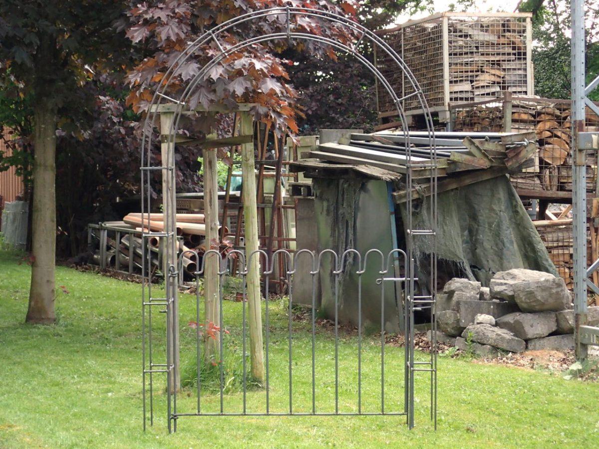 Porte Avec Arche De Jardin - Melabel® Clôtures destiné Arche De Jardin Avec Portillon