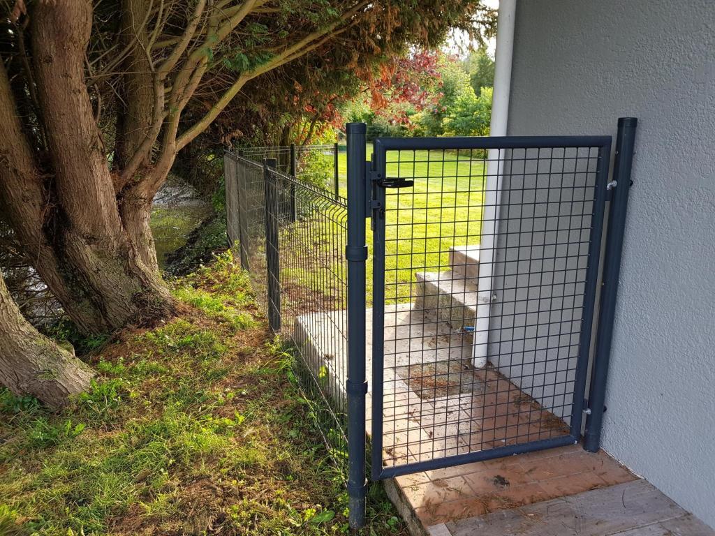 Portillon Jardin Grillagé Gris Anthracite Jardimalin - 1 Mètre dedans Portillon De Jardin Pas Cher