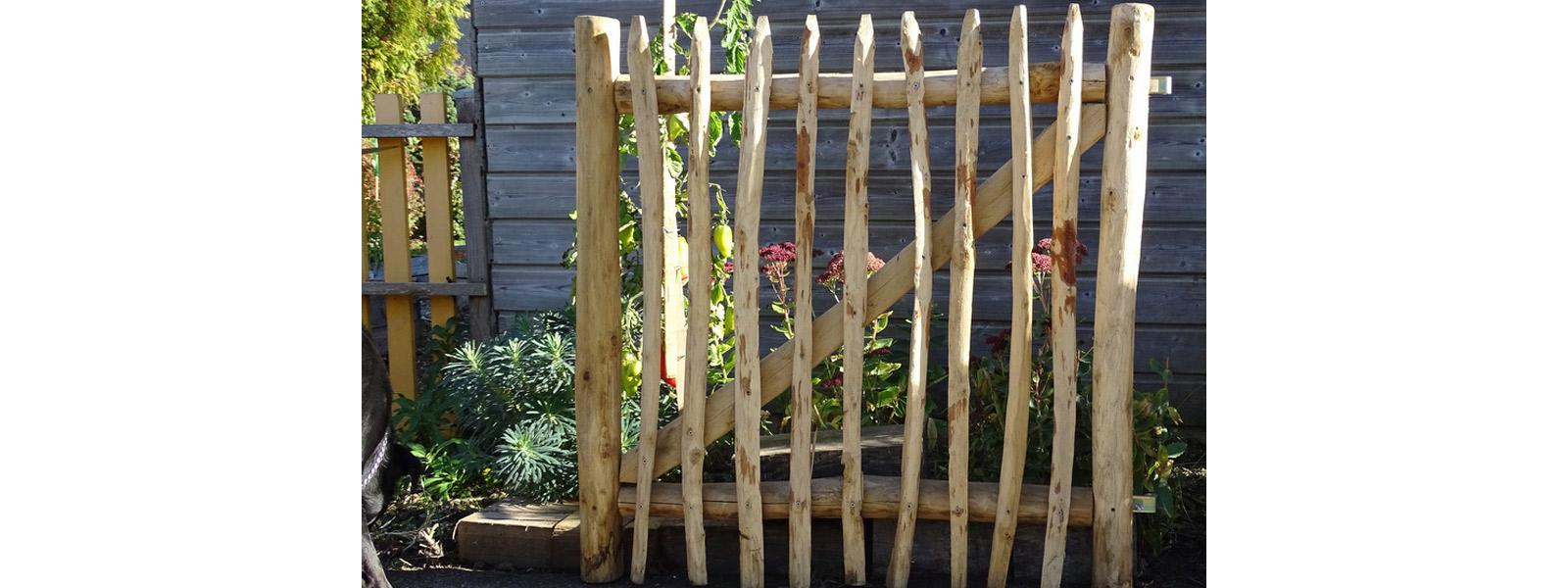 Portillons En Bois De Châtaignier - Création Bretagne Sarzeau encequiconcerne Portillon De Jardin En Bois
