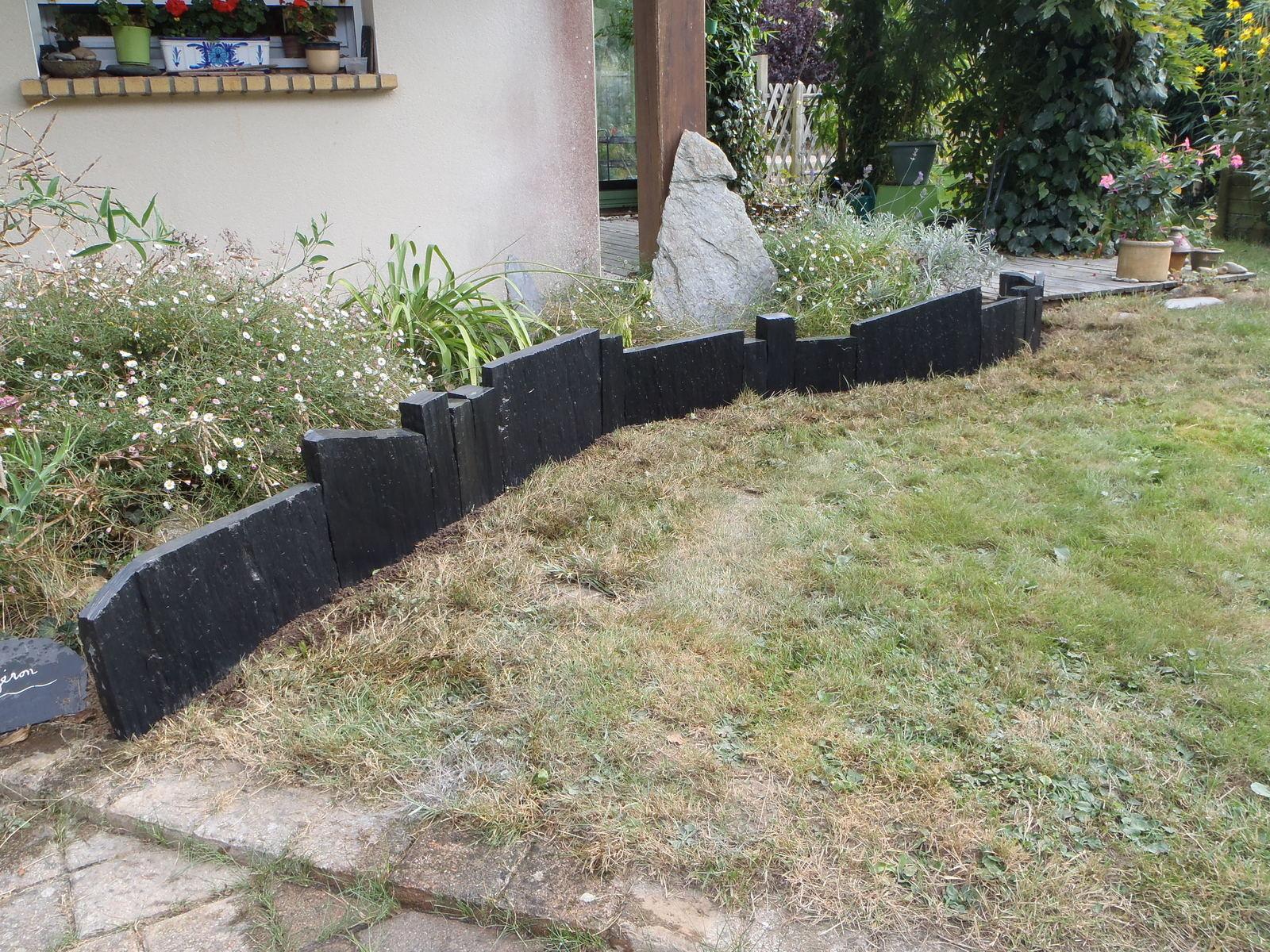 Pose D'une Bordure En Palis (Schiste) - Hazo Bois & Jardins ... destiné Poser Des Bordures De Jardin