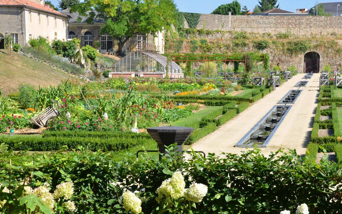 Potager Du Château Colbert, Parcs Et Jardins À Maulevrier ... intérieur Plan Jardin Potager Bio