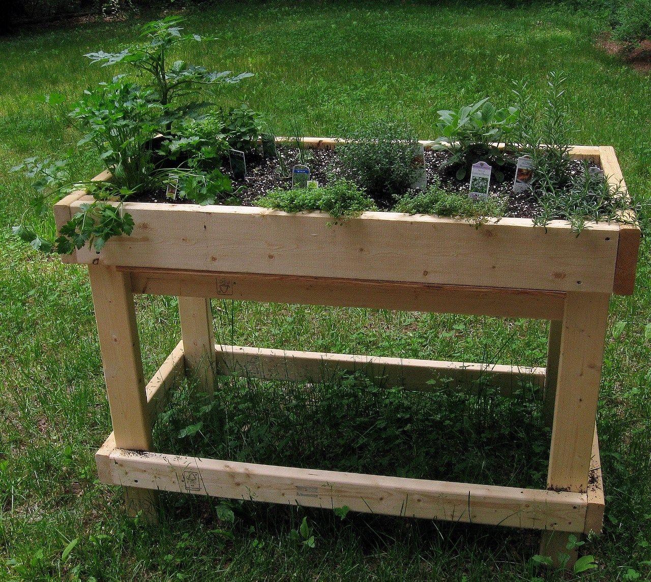 Pour Construire Un Bac À Aromatiques Qui Ressemble À Celui ... serapportantà Fabriquer Un Jardin En Hauteur