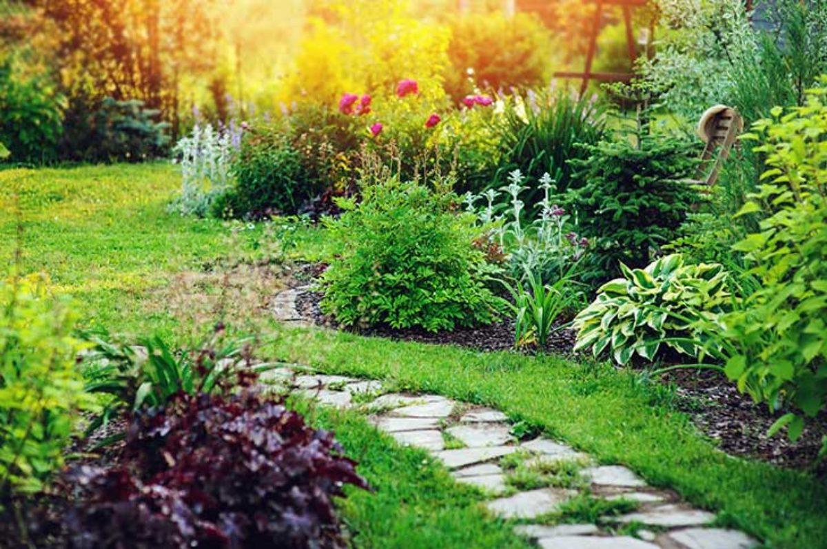 Pour Un Beau Jardin : L'aménagement Paysager - Notre-Siècle destiné Dalle Plastique Jardin
