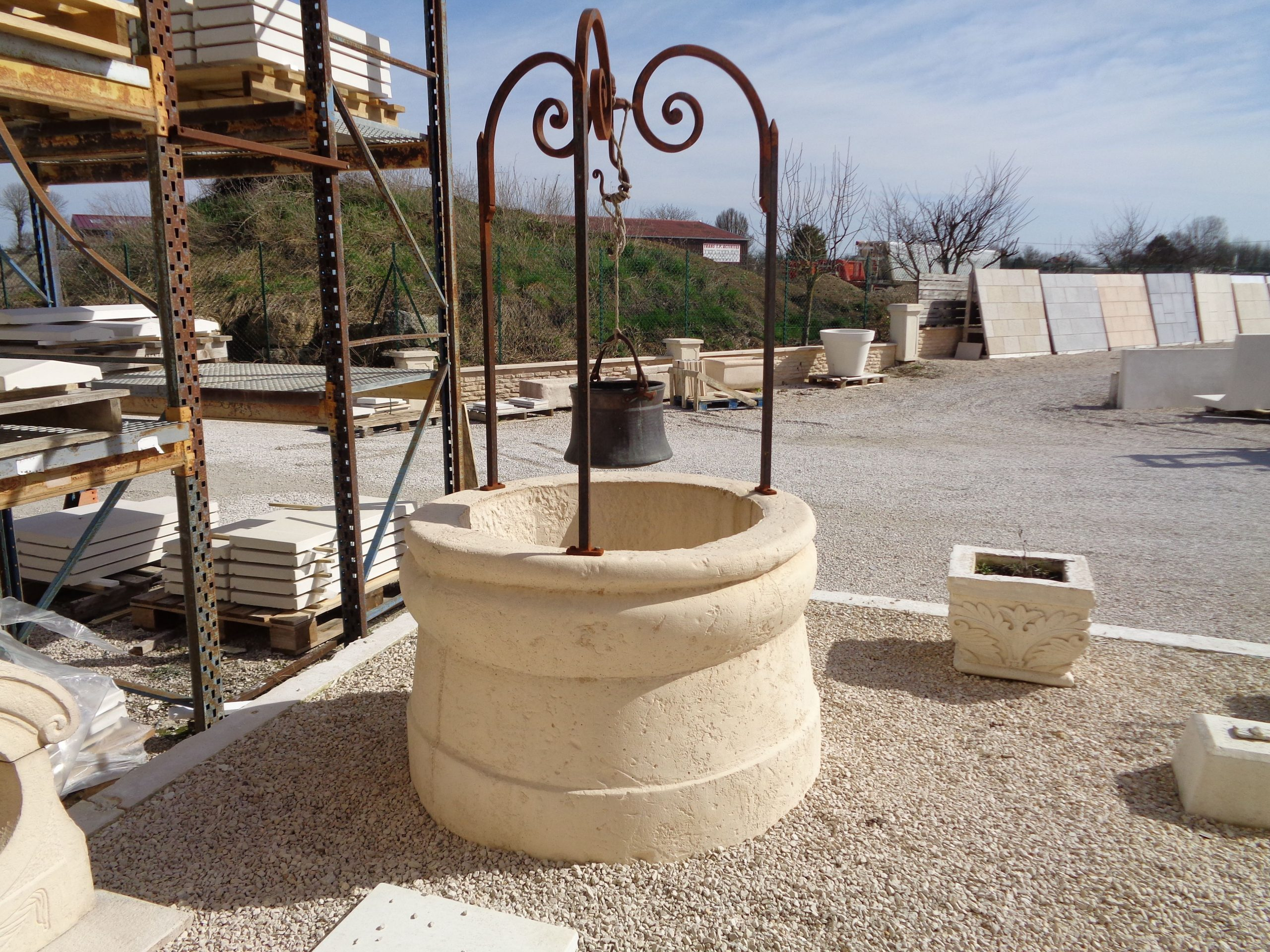 Puits De Jardin En Pierre De Bourgogne Reconstituée Et ... pour Puit Decoratif Jardin
