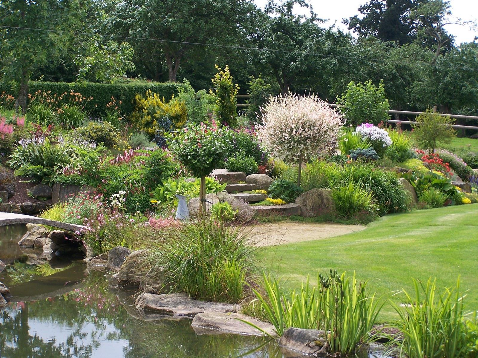 Quelles Plantes Et Fleurs Choisir Pour Créer Un Beau Jardin ... tout Comment Faire Son Jardin Paysager