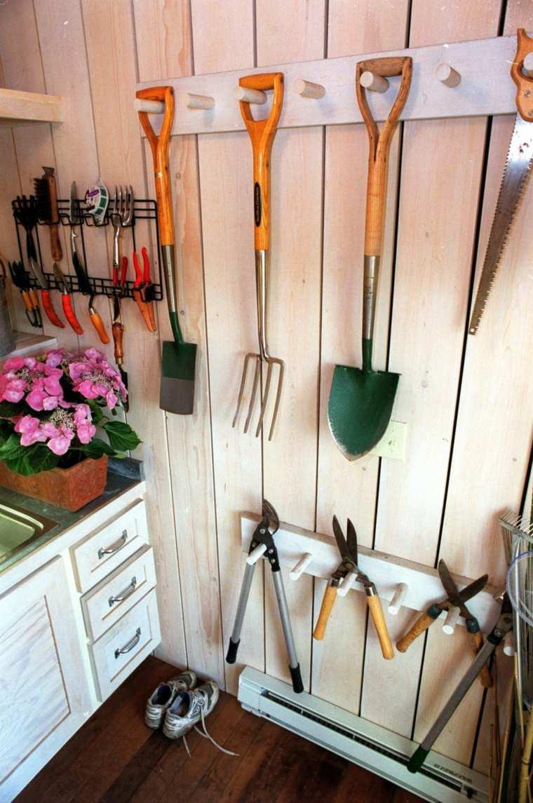 Range Outils De Jardin Et Organisation Du Garage encequiconcerne Range Outils De Jardin