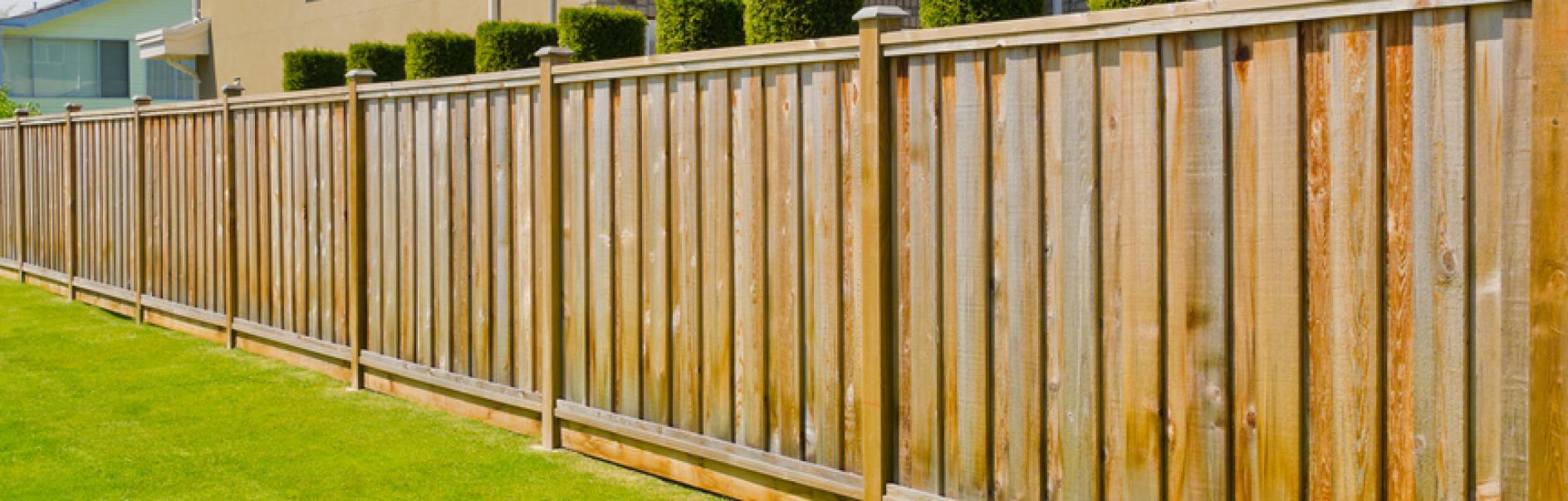 Réalisez Vous-Même Une Clôture Ou Un Écran De Jardin. destiné Planche Pour Cloture Jardin