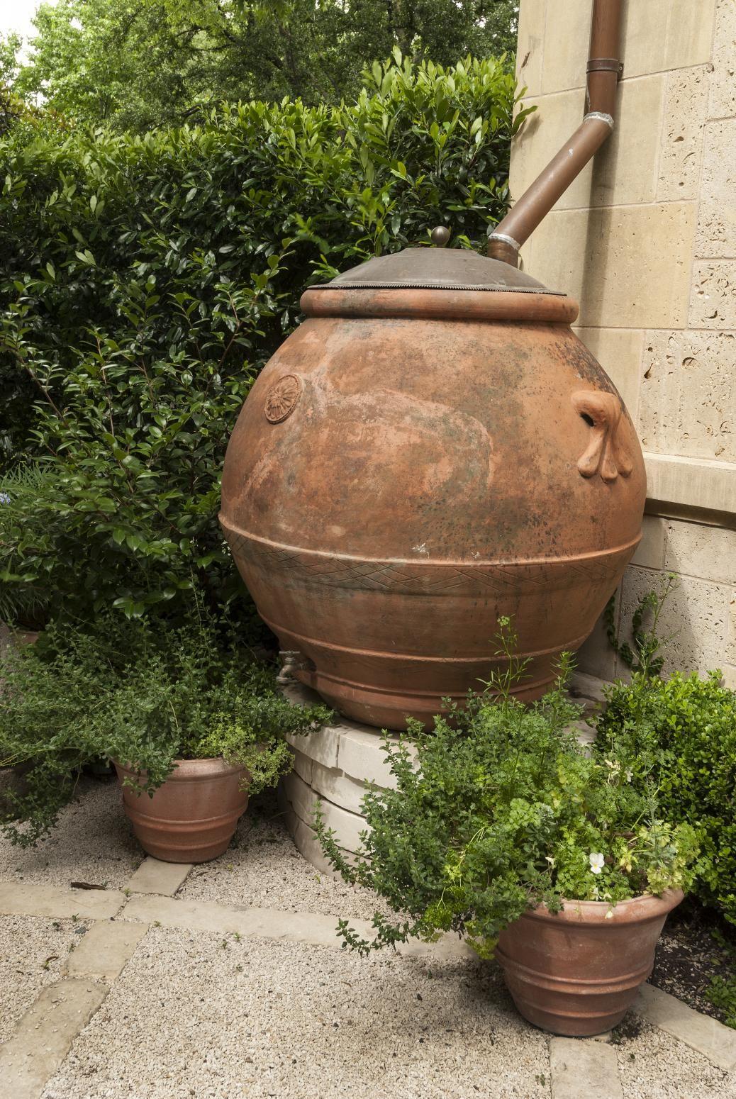 Recyclage D'une Vieille #jarre A Huile D'olive En Baril De ... concernant Jarre De Jardin