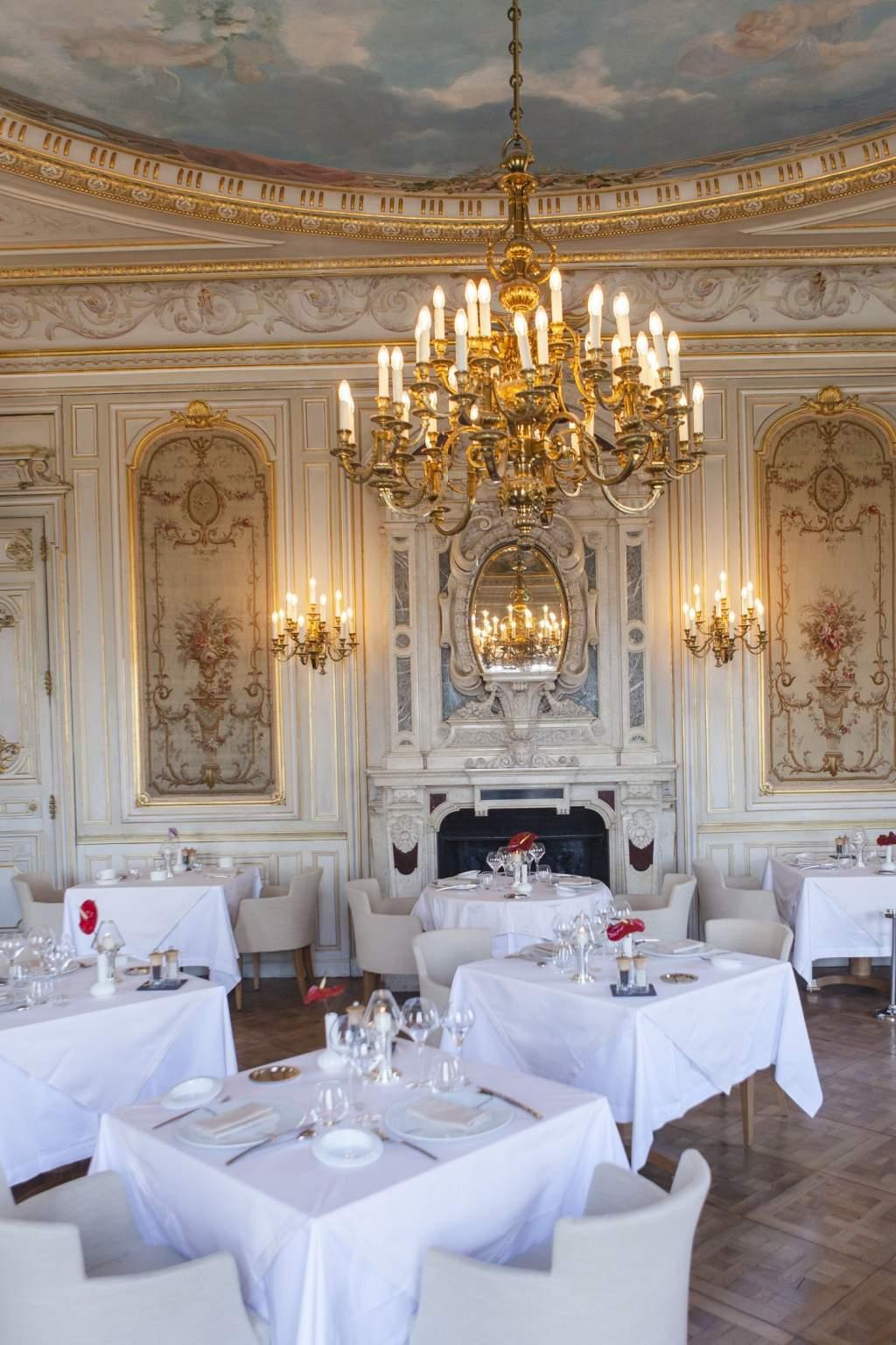 """Restaurant """"la Cueillette"""" At The Châteaux De Citeaux In ... tout Restaurant Avec Jardin 78"""