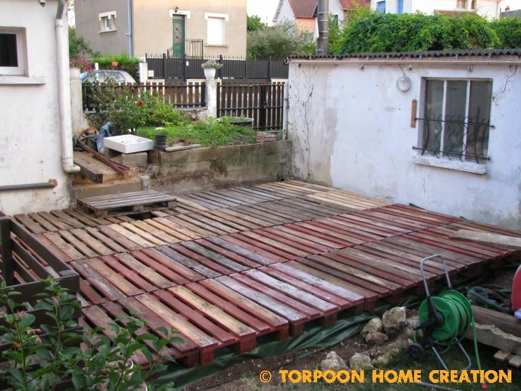Revêtement De Sol En Bois De Palettes Pour Le Jardin! 20 ... destiné Revetement De Sol Jardin