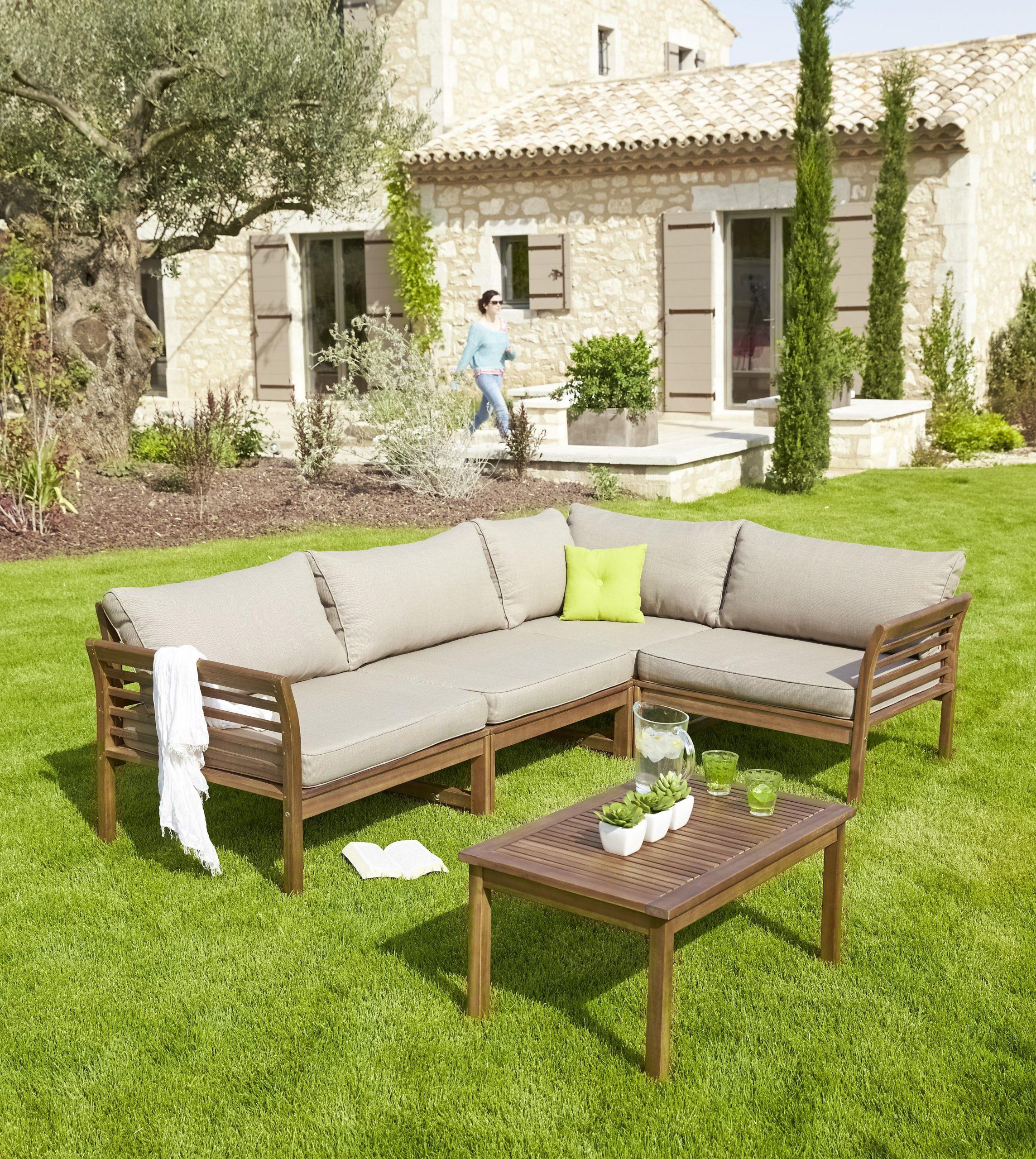 Salon D'angle D'extérieur En Bois Canapé Et Table Basse ... serapportantà Serre De Jardin Carrefour