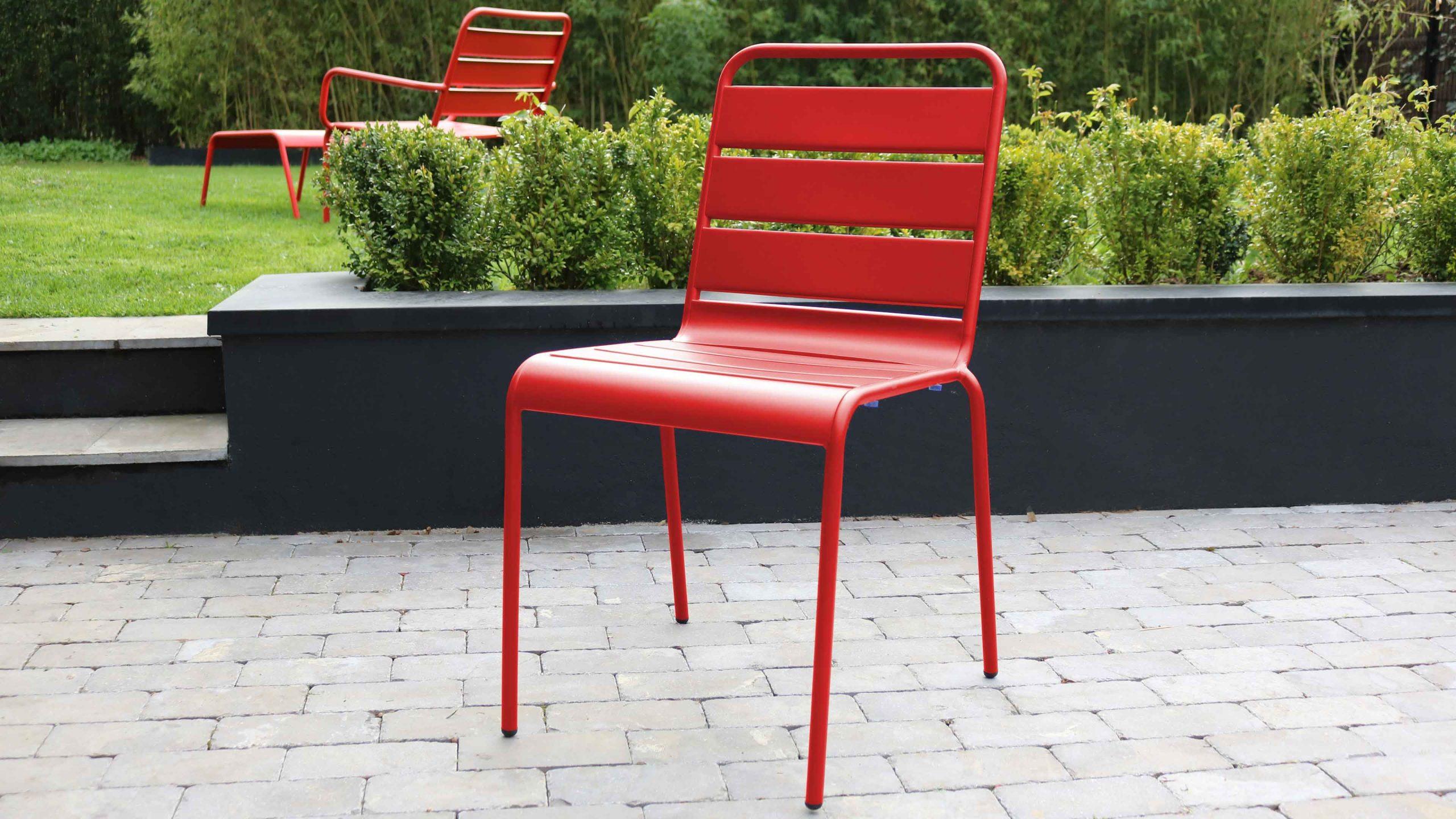 Salon De Jardin : Le Rouge Nous Inspire Pour Un Extérieur ... concernant Salon De Jardin Métal Coloré