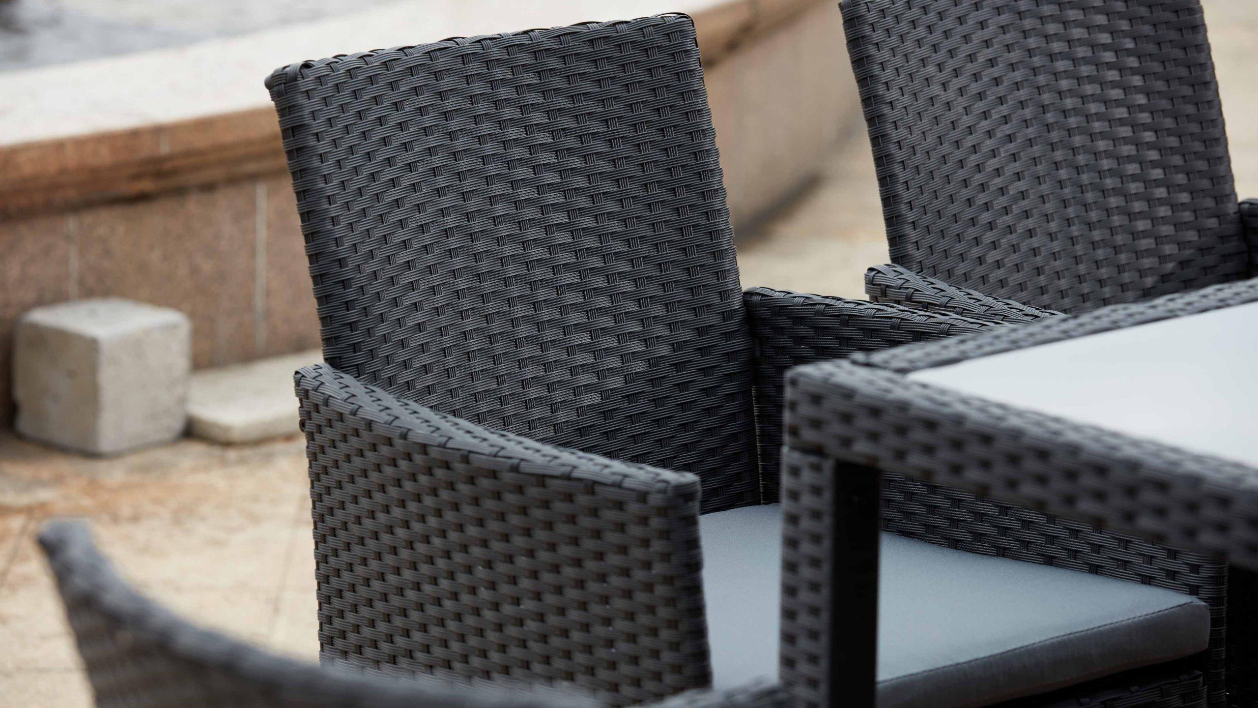 Salon De Jardin Table Résine Tressée 8 Fauteuils encequiconcerne Chaise De Jardin En Resine Pas Cher