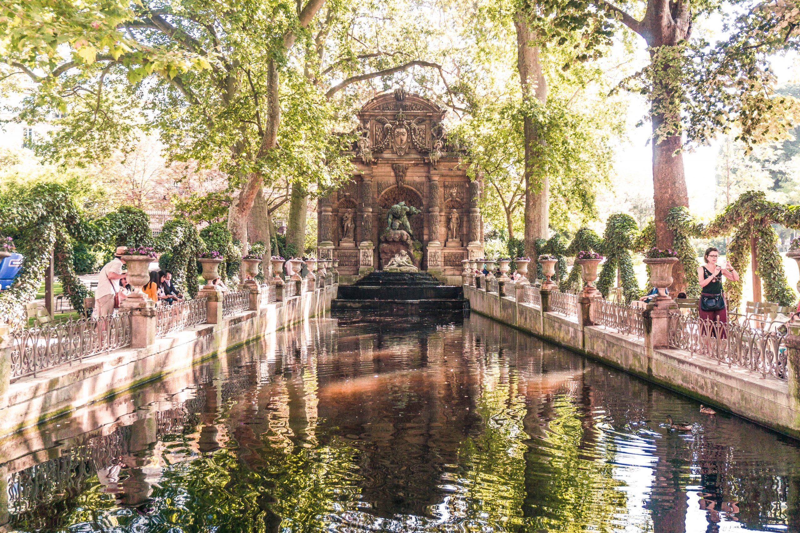 Seeking History At The Medici Fountain, Jardin Du Luxembourg ... encequiconcerne Statue Fontaine De Jardin