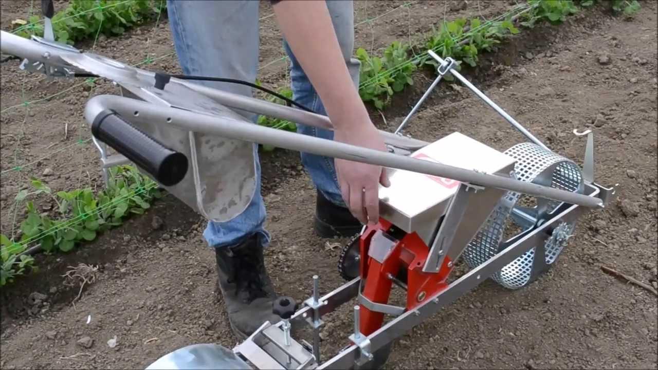 Semoir À Pousser : Gagnez Du Temps Dans Le Jardin pour Semoir Jardin Potager
