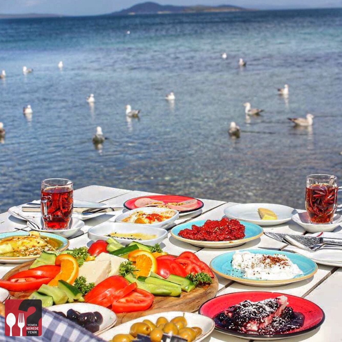 Serpme Kahvaltı - Denizaltı Cafe & Restaurant / Urla - İzmir ... avec Restaurant Avec Jardin Ile De France