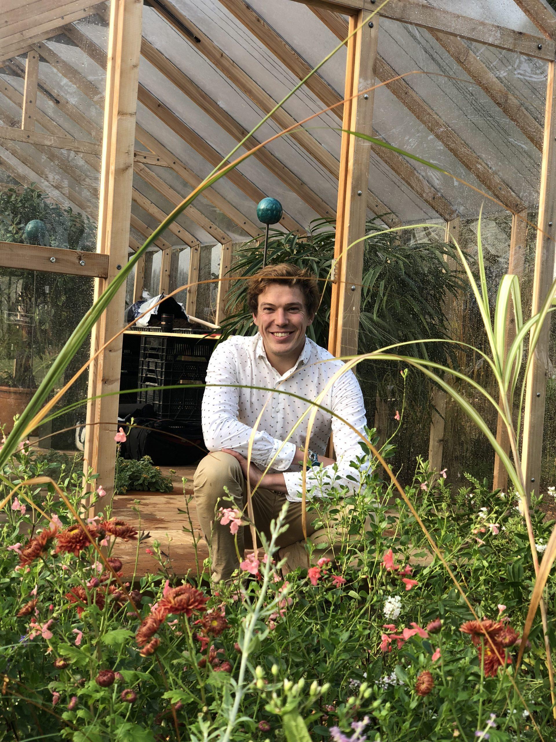 Serre En Bois Met De L'élégance Dans Le Jardinage Familial concernant Fonctionnement D Une Serre De Jardin