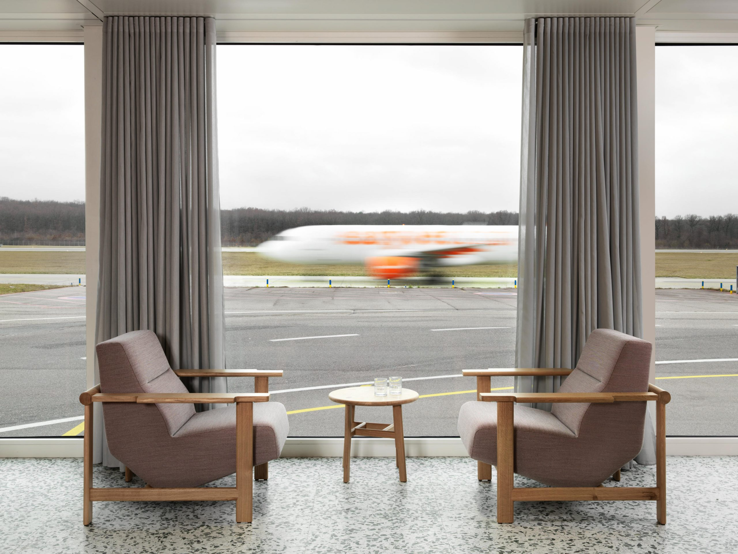 Sky's The Limit: New Airport Lounges Fly High pour Fly Mobilier De Jardin