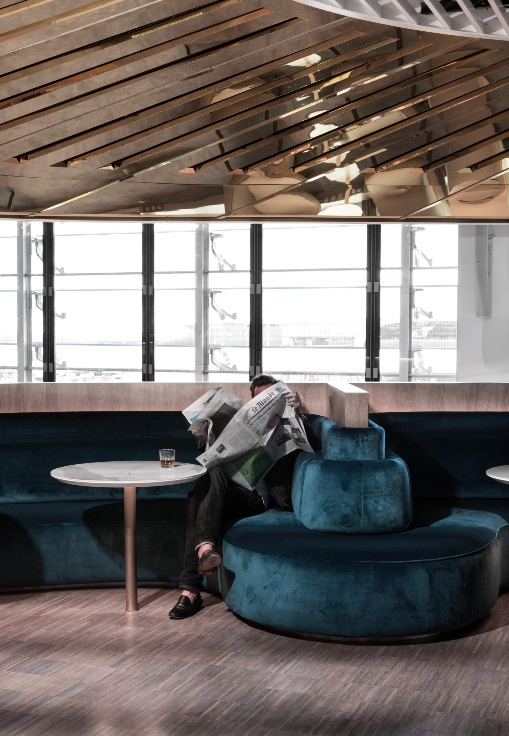 Sky's The Limit: New Airport Lounges Fly High tout Fly Mobilier De Jardin