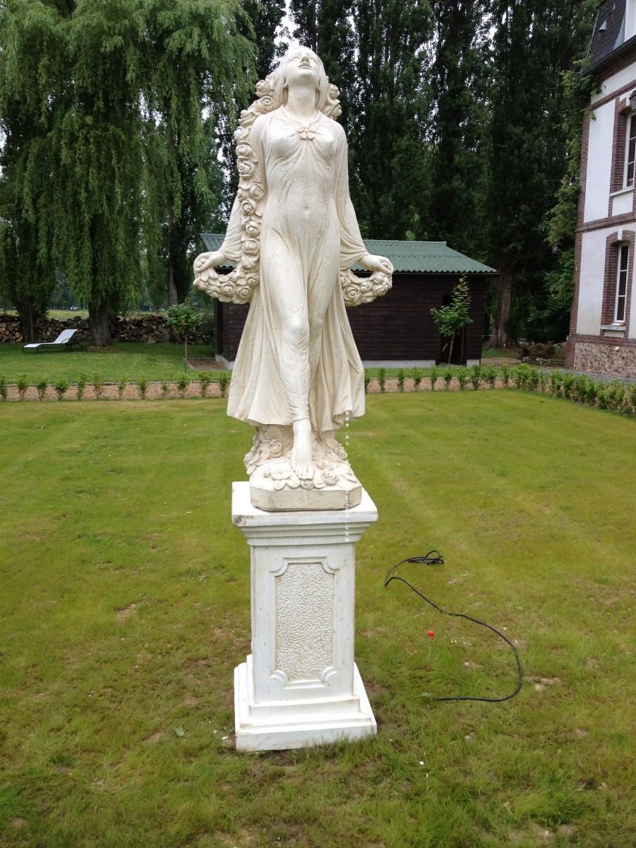 Statue En Pierre Reconstituee Femme Sanremo Avec Socle à Statue De Jardin En Pierre Reconstituée