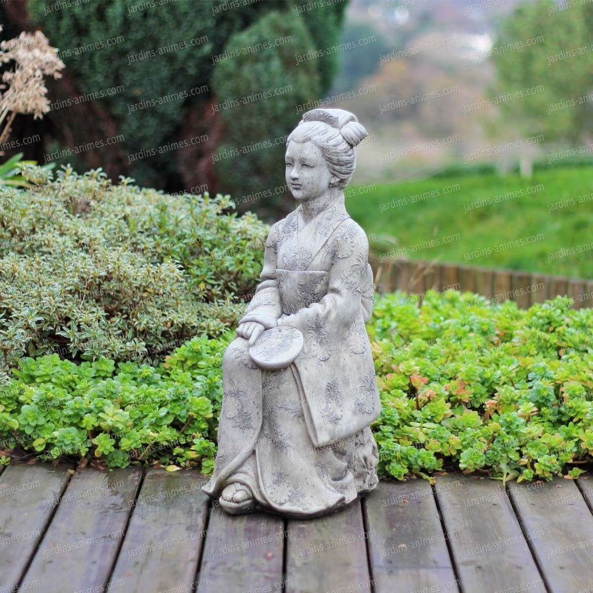 Statuette Geisha En Beton   Geisha Japonaise, Geisha Et Japon dedans Jardins Animés Sculpture