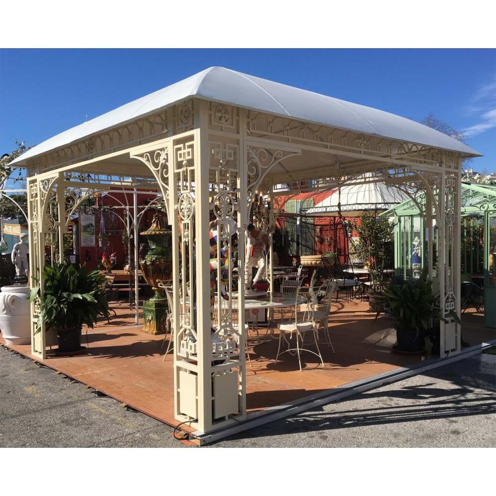Structure Type Kiosque En Fer Peint, Couvert Avec Un Toit En ... dedans Kiosque De Jardin En Fer Forgé