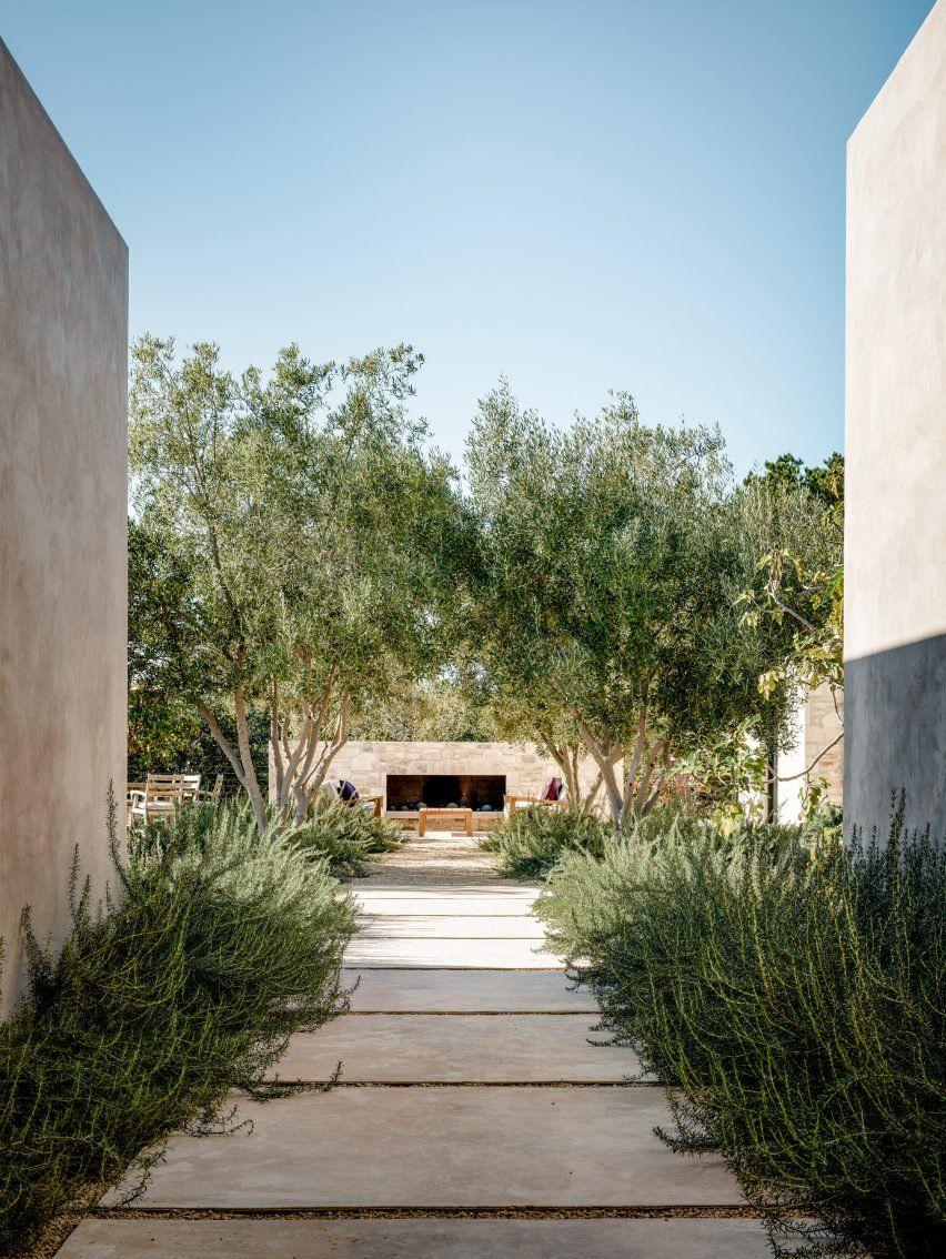 Studio Schicketanz Design House In Carmel Valley Called ... encequiconcerne Salon De Jardin California