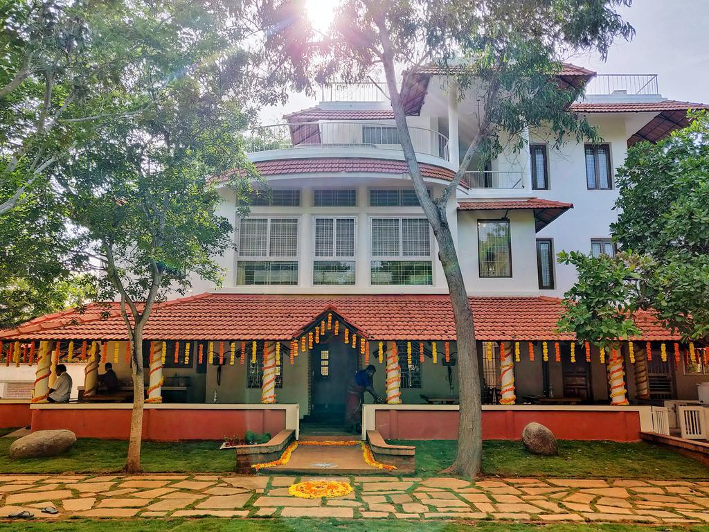 Sun Farm House, Auroville – Voir L´offre – Evaluation encequiconcerne Lit De Jardin Double