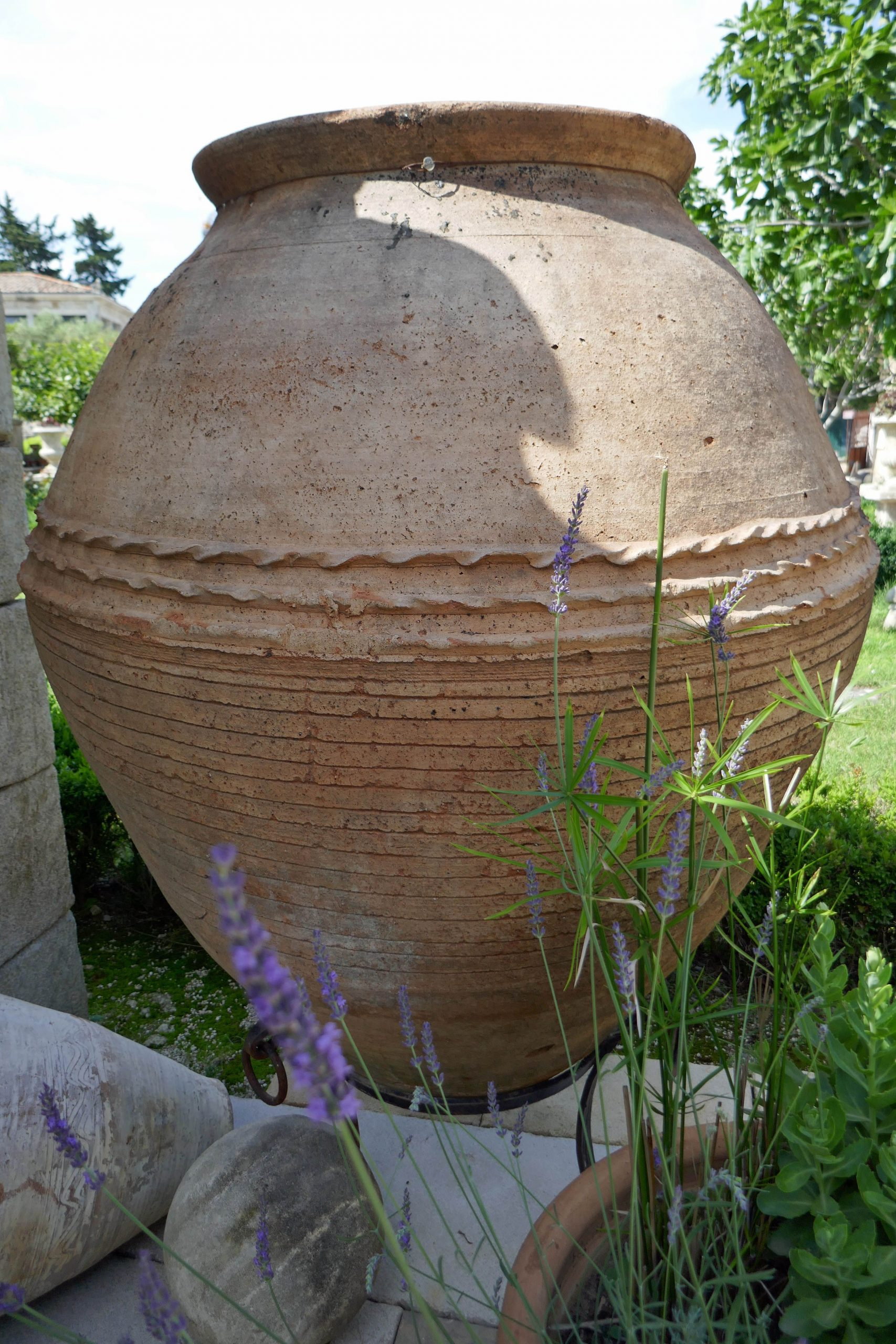 Superbe Jarre Ancienne En Terre Cuite : Une Jarre Qui Mesure ... à Jarre Terre Cuite Pour Jardin