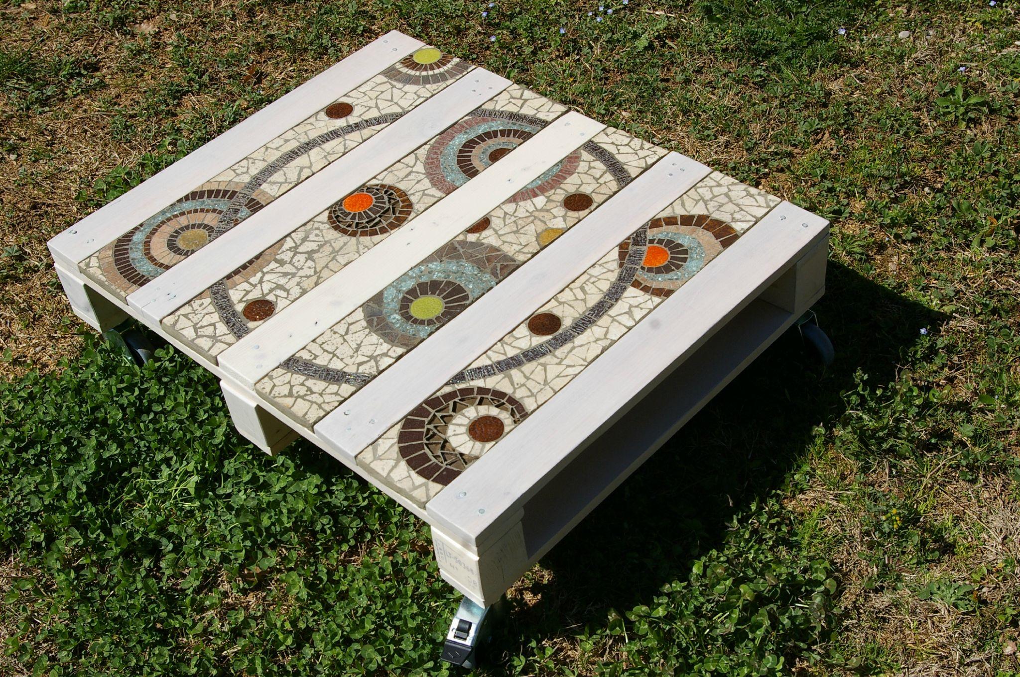 Table Basse En Palette Et Mosaïque. Très Beau! | Bricolage ... destiné Table De Jardin En Carrelage