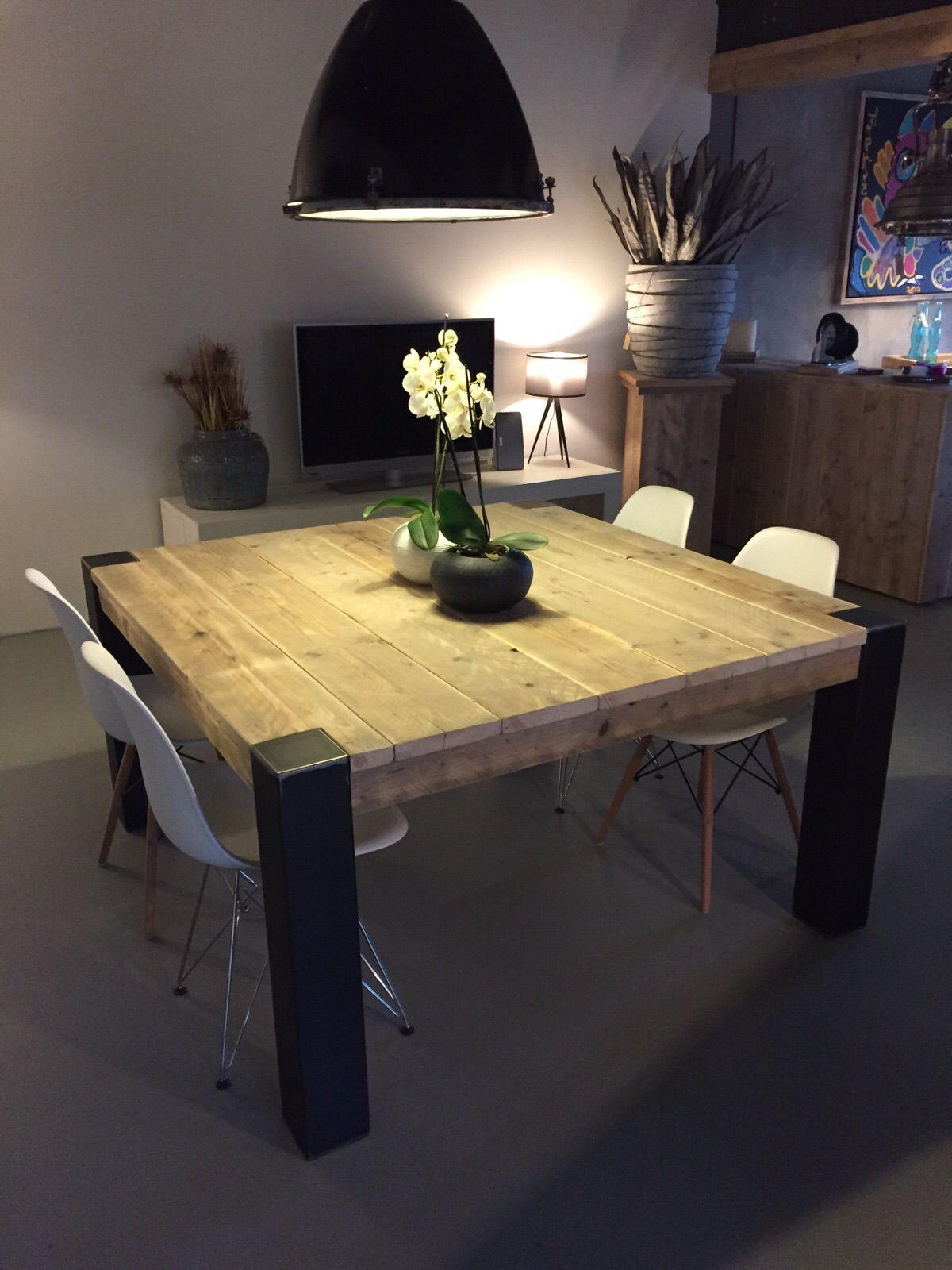 Table Carrée Avec Pieds En Métal Brut | Salle À Manger Table ... dedans Le Bon Coin Table De Jardin