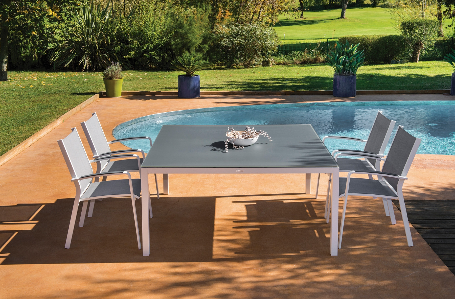 Table De Jardin Carrée En Aluminium Et Verre De La ... encequiconcerne Table De Jardin Aluminium Et Verre
