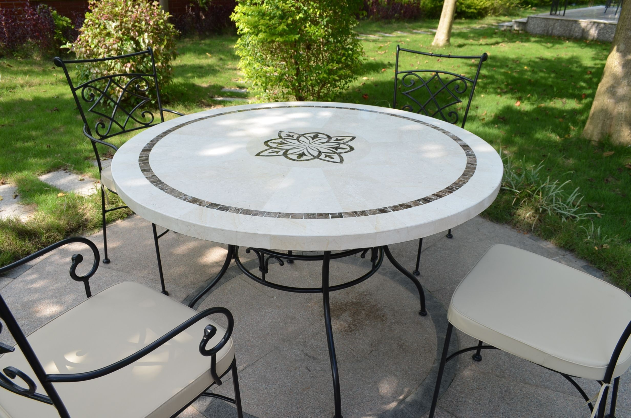 Table De Jardin Mosaïque Ronde 125 160 Emperador Travertin Marbella concernant Salon Jardin Mosaique
