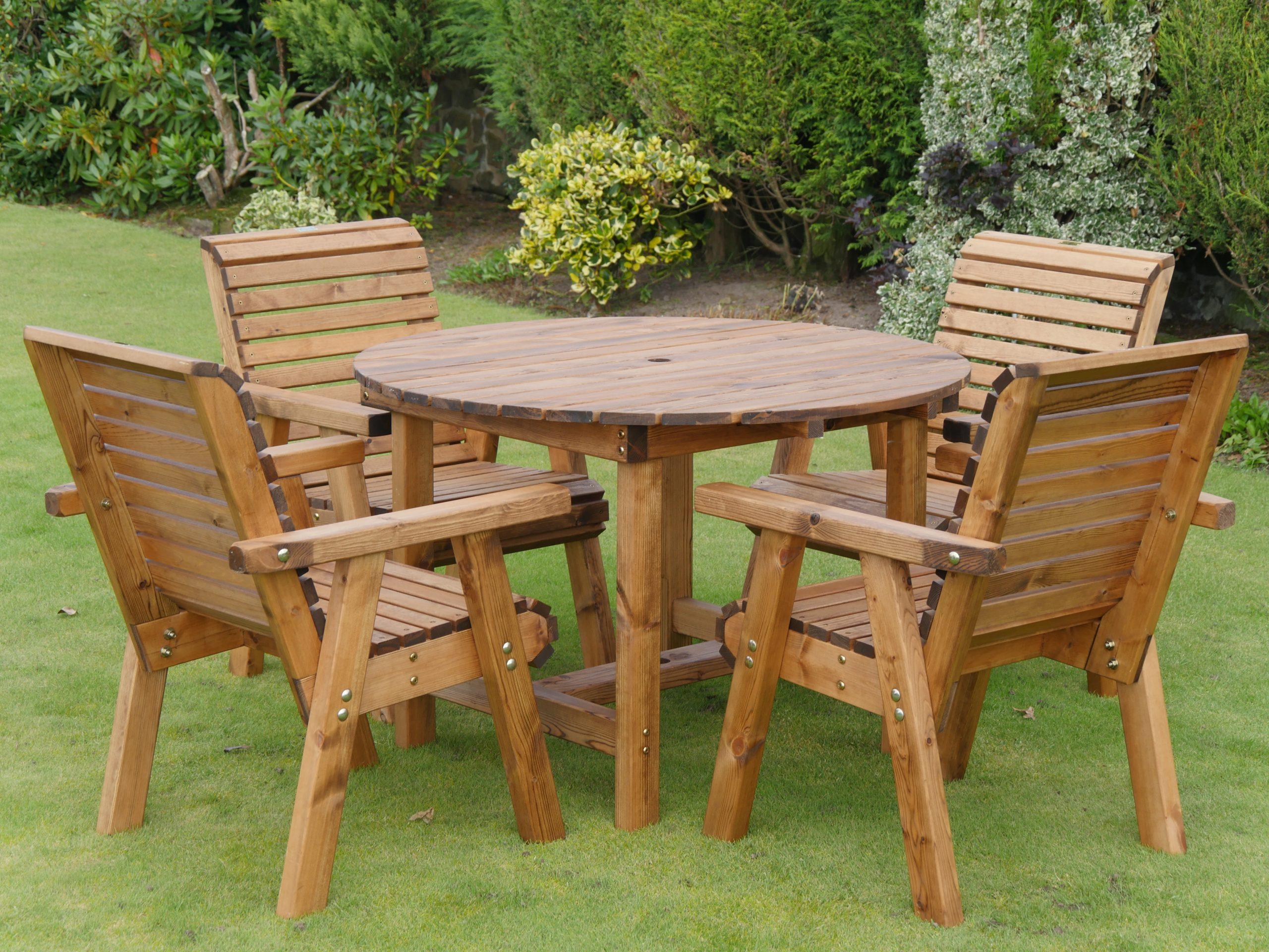 Table De Jardin Ronde En Bois Et Ses 4 Chaises encequiconcerne Table De Jardin Ronde En Bois