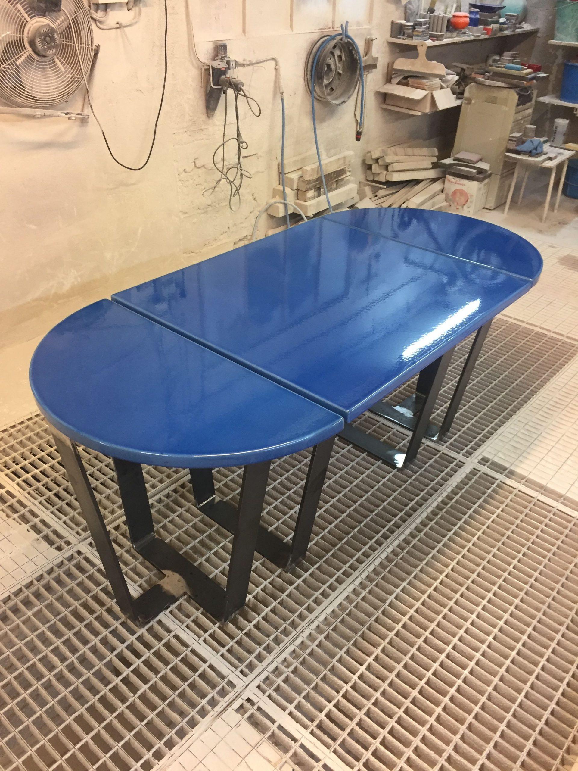 Table En Pierre De Lave Émaillée Avec Ses Deux Consoles ... serapportantà Table De Jardin En Pierre De Lave