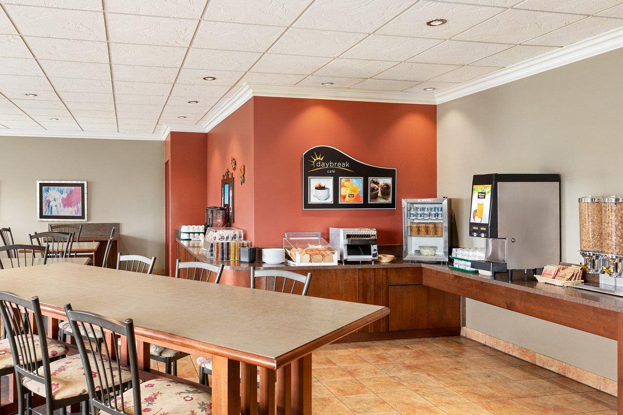 Table Exterieur Carrefour Unique Days Inn By Wyndham ... tout Transat Jardin Carrefour
