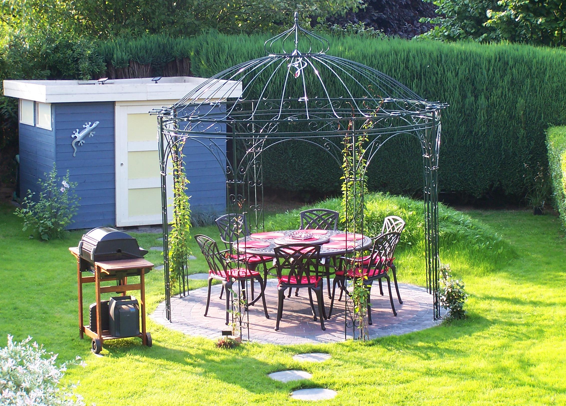 Table Fer Forgé, Gloriette Fer Forgé Assortie   Le Blog De ... pour Decoration De Jardin En Fer Forgé