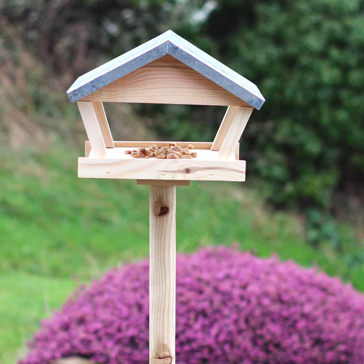 Table Mangeoire Sur Piquet En Bois Et Zinc Hauteur 140Cm serapportantà Abri Oiseau Jardin