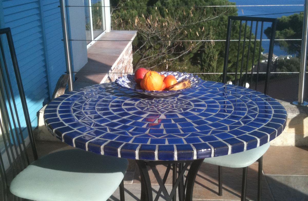 Table Mosaïque   Table Fer Forgé : Votre Table Mosaïque ... dedans Table De Jardin En Mosaique