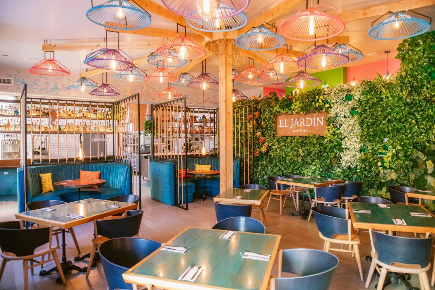 Tale Of Two Mexican Restaurants: Lola 55 Is On Fire; El ... destiné Super U Table De Jardin