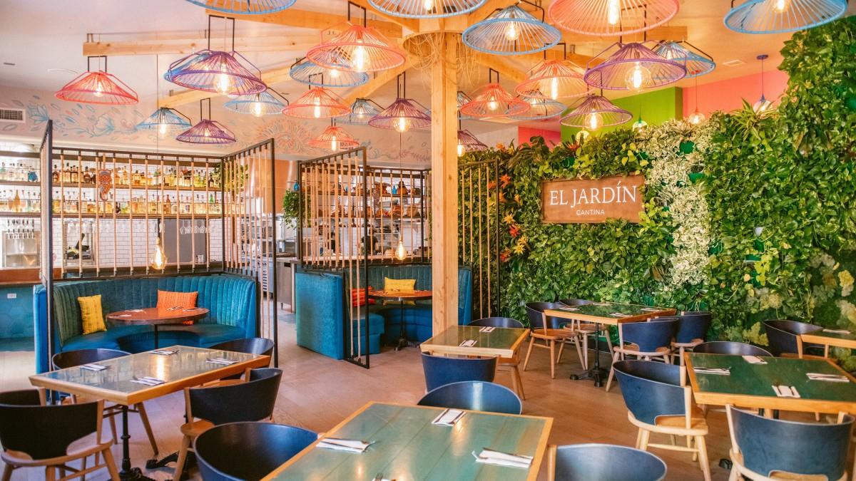 Tale Of Two Mexican Restaurants: Lola 55 Is On Fire; El ... serapportantà Table Jardin Super U