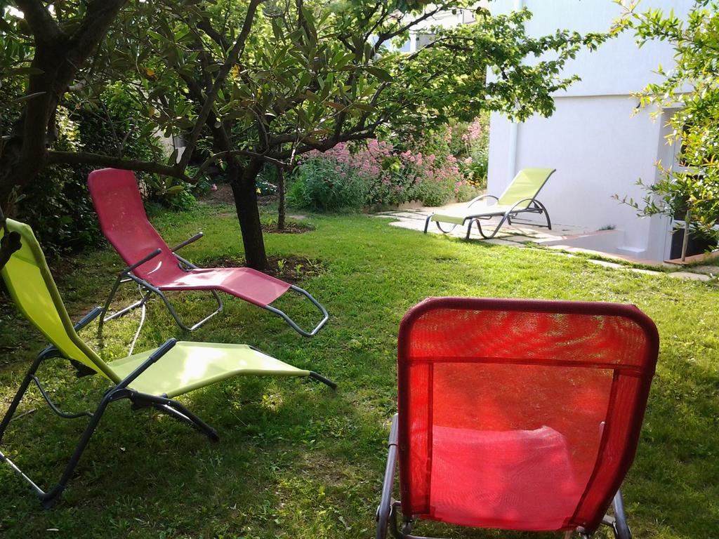 Tatil Evi 3 Allée Henri De Toulouse Lautrec (Fransa Carnoux ... à Table De Jardin Intermarché