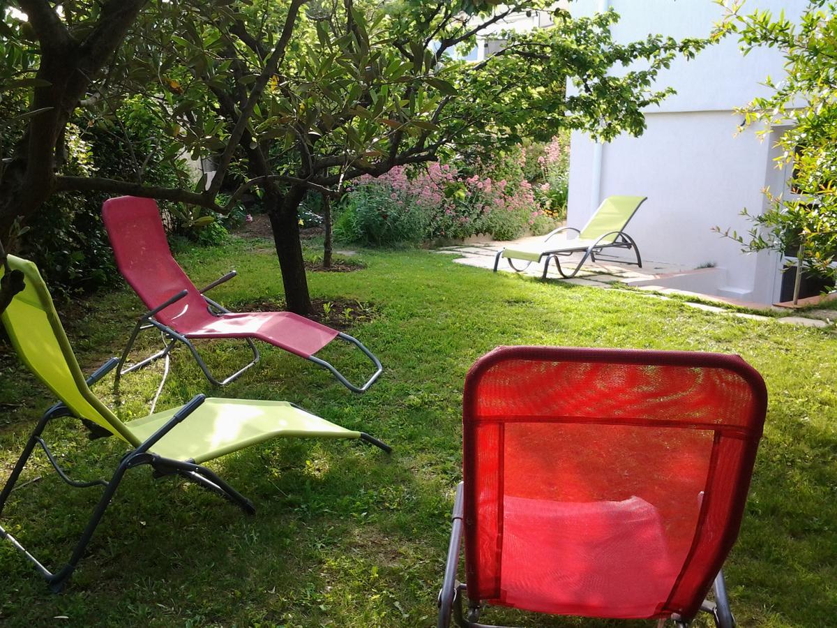 Tatil Evi 3 Allée Henri De Toulouse Lautrec (Fransa Carnoux ... encequiconcerne Intermarché Table De Jardin